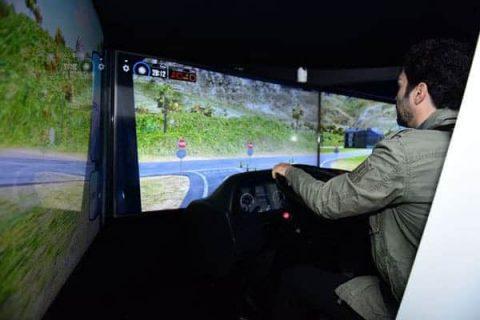 Simulador de direção SEST SENAT promove condução segura e econômica
