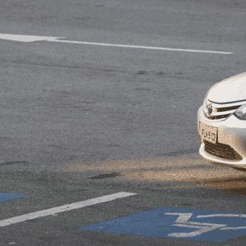 CET multa quem estacionar em local reservado para idosos e deficientes